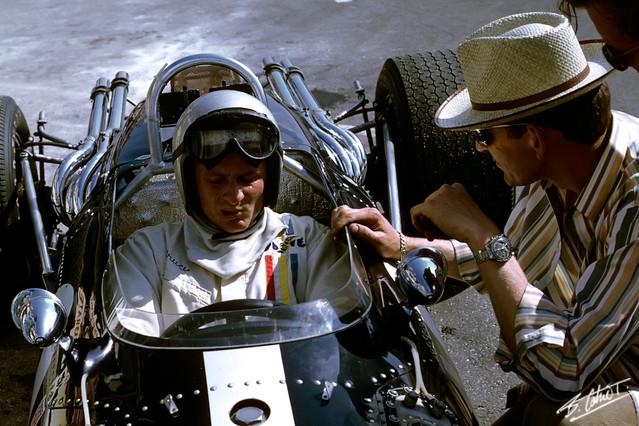 McLaren_1967_France_02_BC